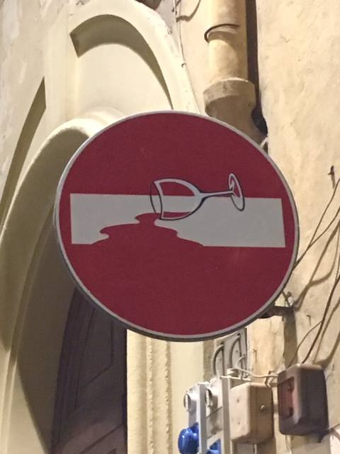 Wine Painting In Florence By CLET Kunst Am Bau Pinterest - Brilliant street artist modifies road signs giving them a whole new meaning