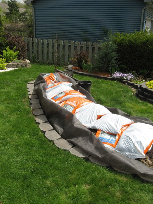How To Build An Island Bed With Retaining Wall Bricks | Backyard Gardening  Blog