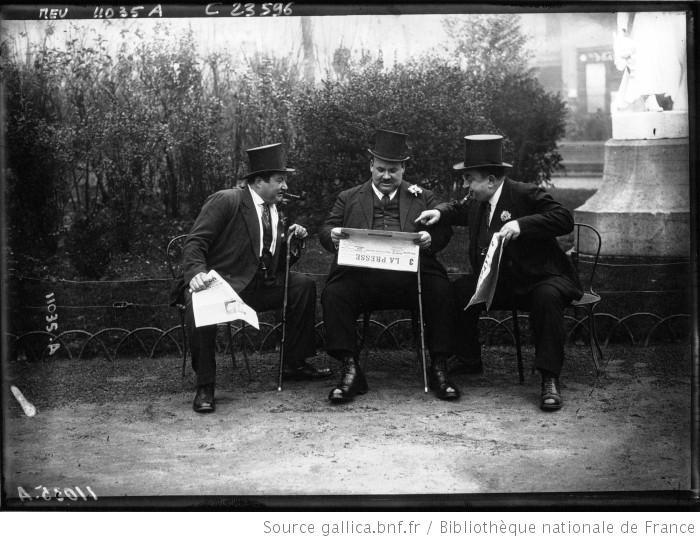Les Cent Kilos lisant la presse : [photographie de presse] / Agence Meurisse - 1923