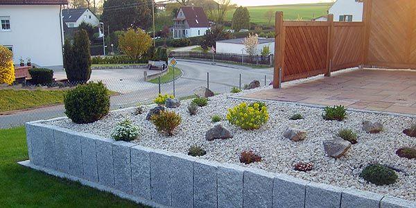 Bildergebnis für sichtschutz und mauern Steingarten anlegen