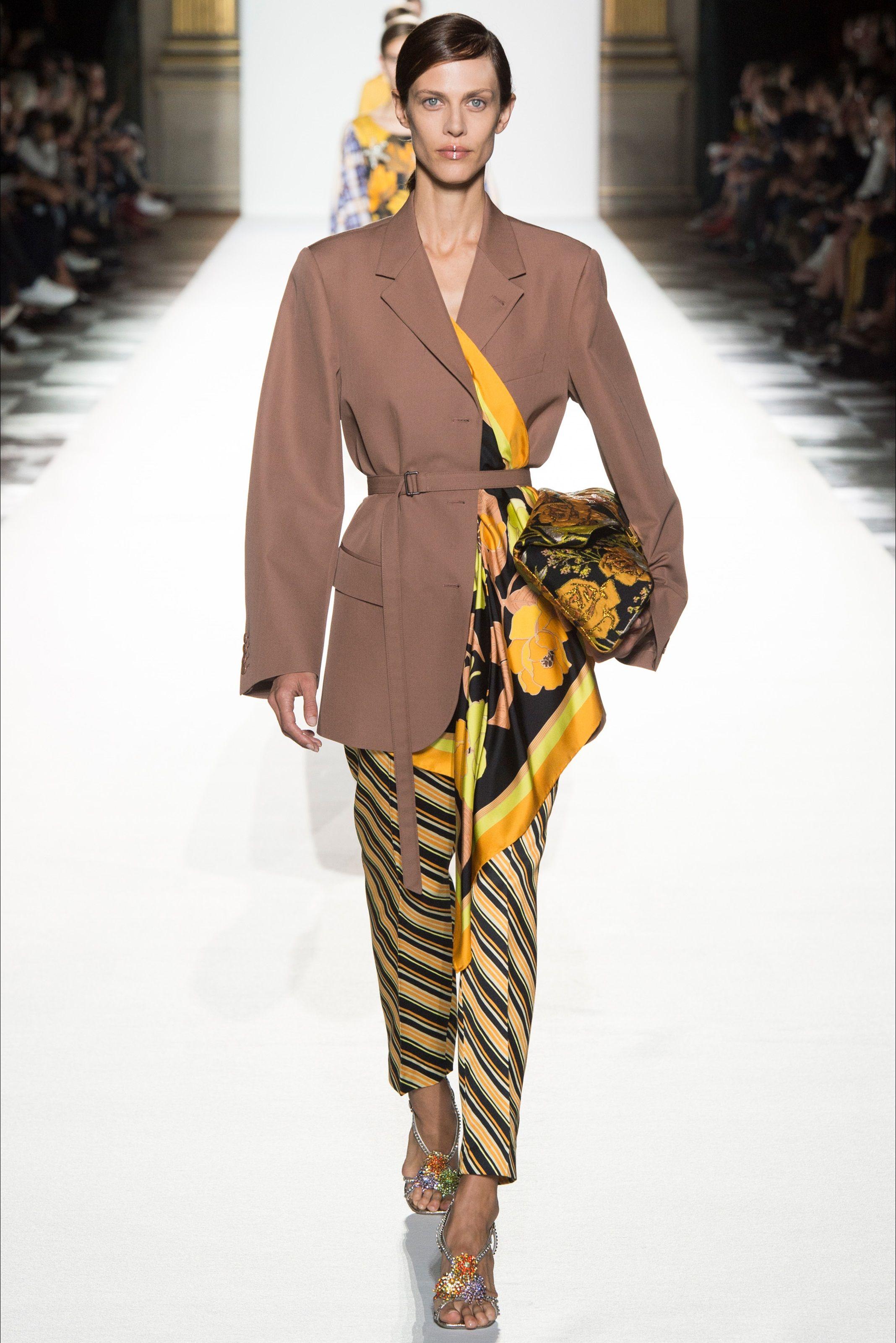 Guarda la sfilata di moda Dries Van Noten a Parigi e scopri