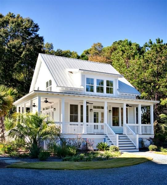 Key Elements of Farmhouse Architecture ***luv this little house***