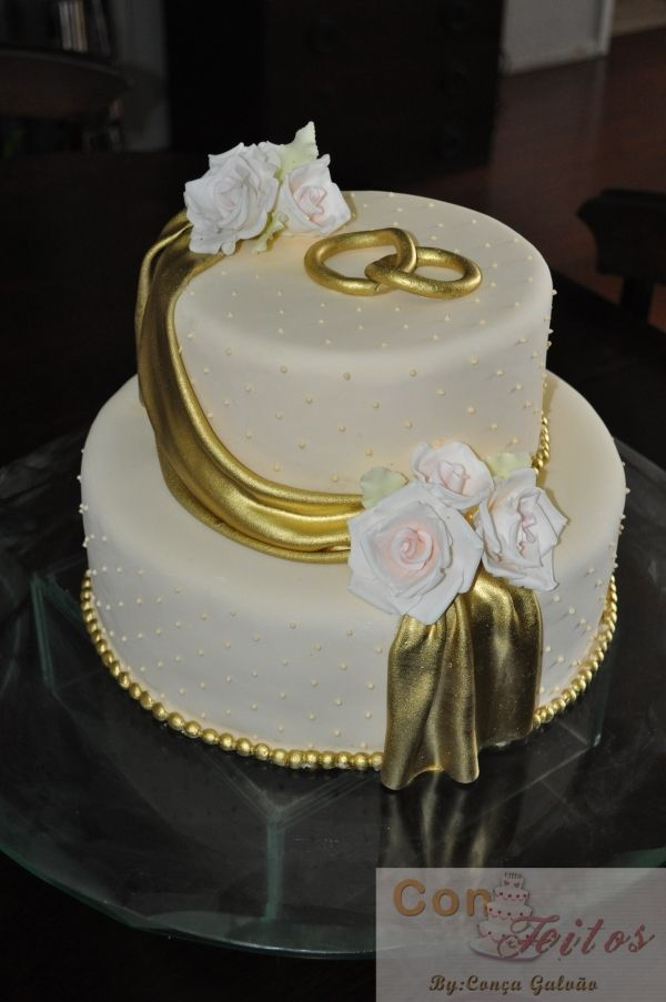 Possibly the best gold fondant swag I've ever seen.
