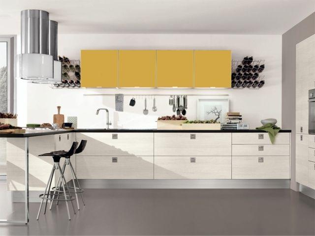 Küche gestalten gelb weiße Küchenschränke modern stilvoll מטבח - fliesenspiegel glas küche