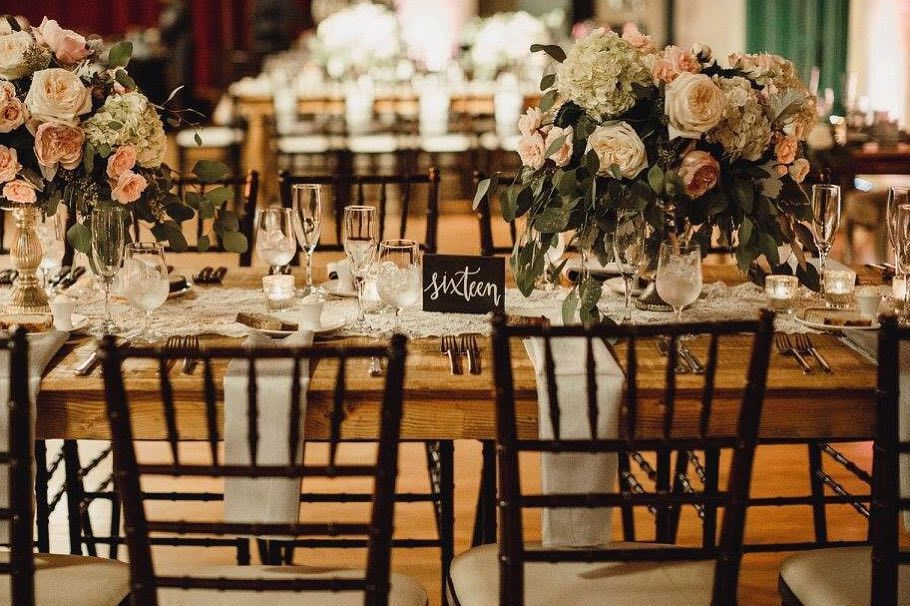 Our Carmela Tables And Mahogany Chiavari Chairs Providing A Romantic Feel Mivintage Vintagerentalsmiami Vintagerentals Chiavari Chairs Chiavari Royal Table