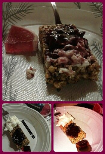 """Lunch substitute?  #pf#PFbar#vanilla vaniglia """"cioccolato & #fiocchi#cereals """" + some #marmellata#philadelphia#0#light = Protein is here. Not a normal-easy-typical bar. ♥ that brand. I; x 1 (30gr) 110k. 7protein. 15carb./8sugar.2,5/0,5fat.1,7fiber. + #softcheese #candy #sugar #fruits #strawberry #pink #rosa * #brown…"""