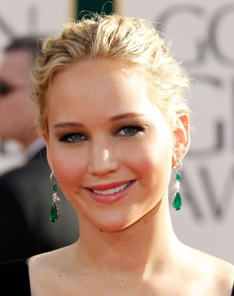 jennifer lawrence wears a grey sweater with a white long