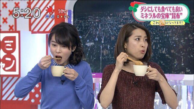 スープを食べる皆川玲奈
