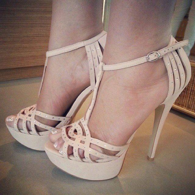 Sandalia de tacón nude. Zapatos de tacón, sandalias de tacón, zapatos de novia wedding shoes, bridal shoes, luxury shoes, heels, high heels, stiletto, women shoes