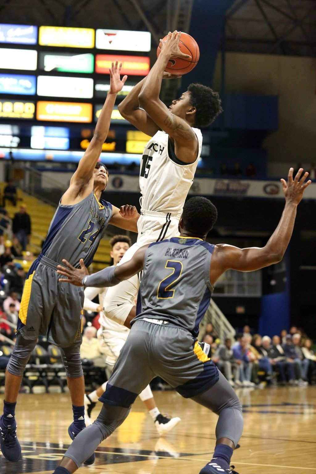 Uc Irvine Avenges Only Big West Loss With Last Second Win Over Long Beach State Long Beach State Long Beach Irvine