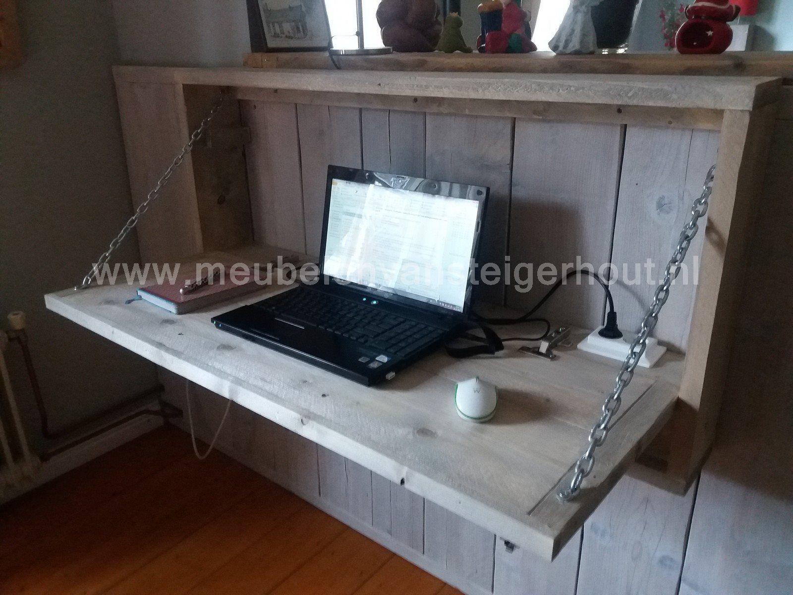 Spiksplinternieuw Hangbureau van steigerhout met klep. Een handig bureau dat je aan RD-81