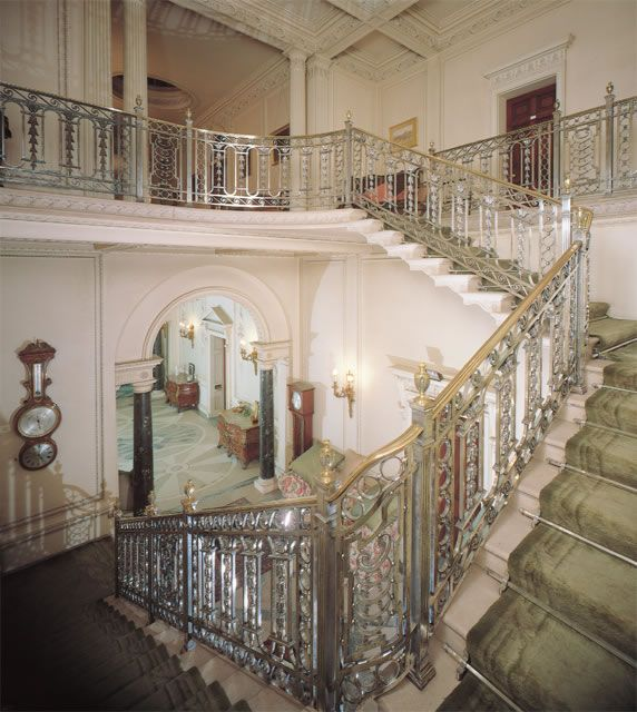 The Silver Staircase At Manderston House The Cantilevered Marble Stairs Were Inspired By Madame De Pompadour Edwardian House English Country House Staircase