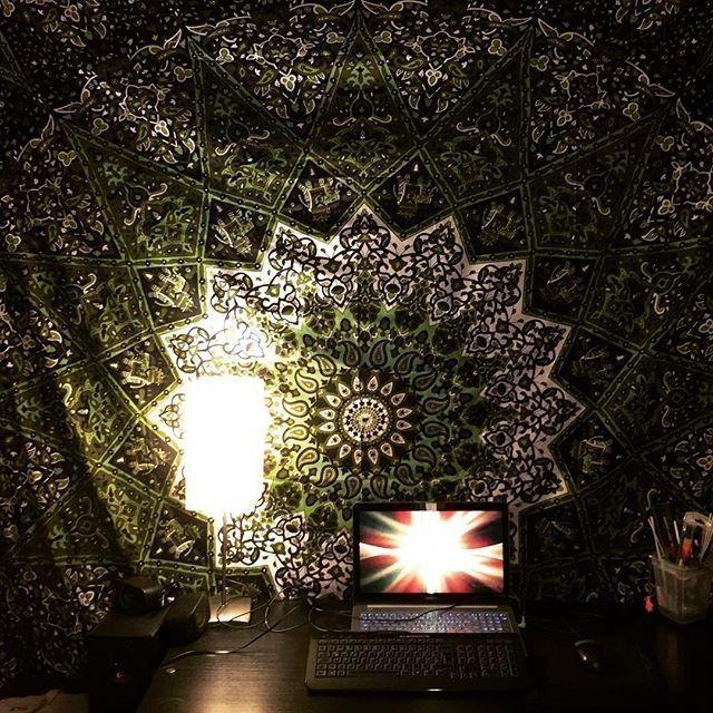 KarmandalaDE posted to Instagram: Mandalas bringen Fokus und Konzentration in de... #indischesschlafzimmer