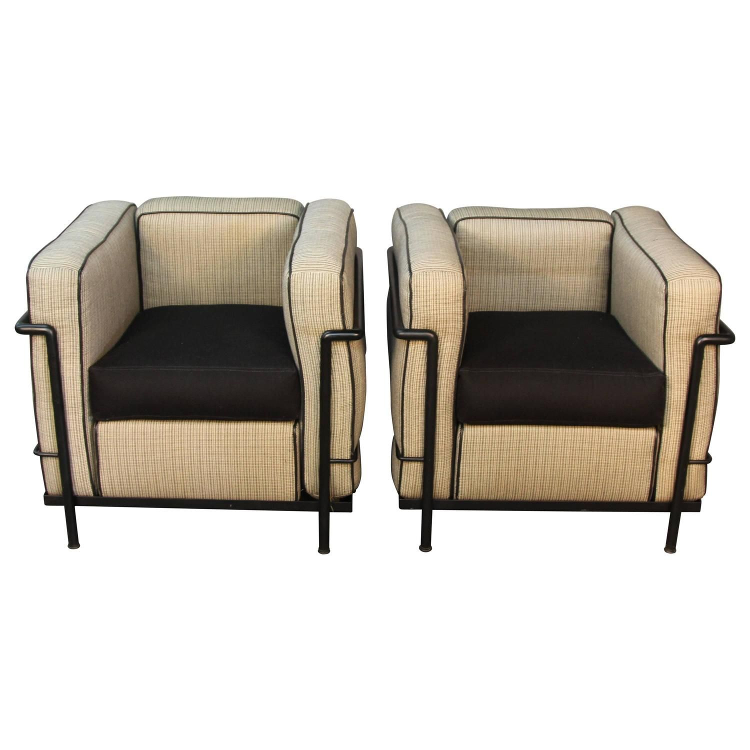 Pair Of Lc2 Le Corbusier Chairs With Black Frames Chair Le Corbusier Chair Leather Furniture