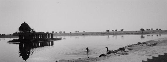 """Bernard Plossu    """"Jaisalmer, Inde, 1989""""    Tirage argentique  24cm x 30cm"""