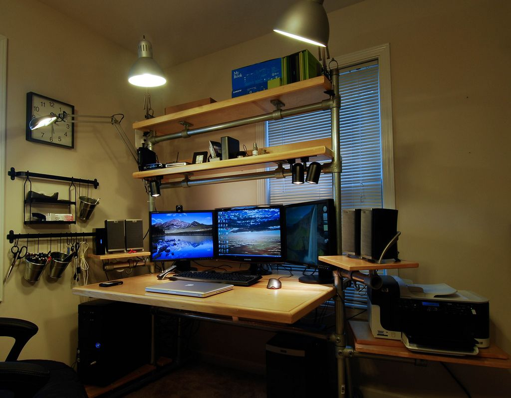 Hand built desk with three monitor computer setup samsung for Unique computer desk ideas