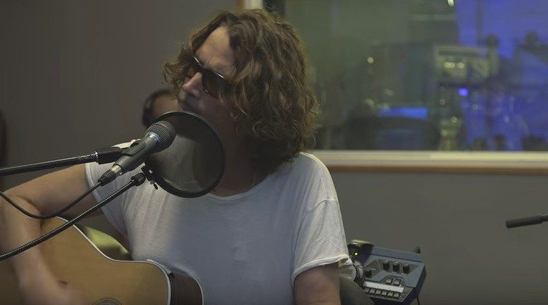 Watch Chris Cornell S Acoustic Cover Of Prince S Nothing Compares 2 U Chris Cornell Chris Cornell Music Songs