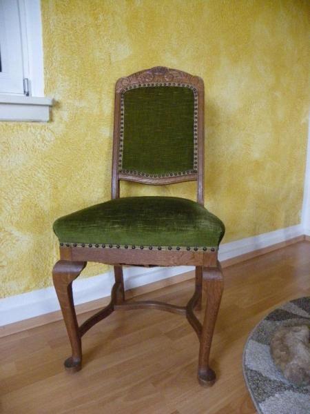 3 antike Stühle und 1 (reperatur bedürftig) gratis dazu - küchen gebraucht kaufen