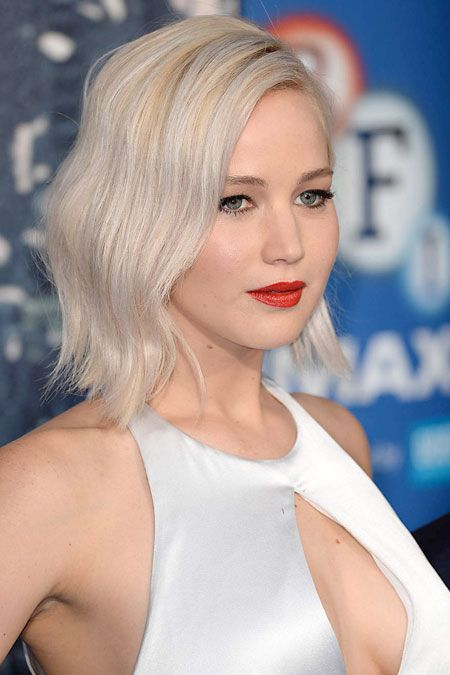 tendance blond platine la coloration blond platine de jennifer lawrence tendance coiffure. Black Bedroom Furniture Sets. Home Design Ideas