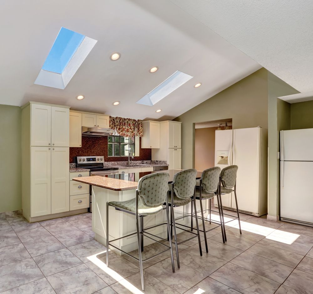 Minimal Lighting Is Required In This Vaulted Ceiling Kitchen With Glass Sky Windows Vaulted Ceiling Kitchen Types Of Ceilings Vaulted Ceiling Decor