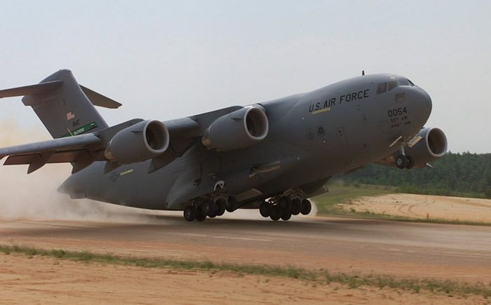 C17 Cargo Air Force Plane Takes Off On Short runway ...
