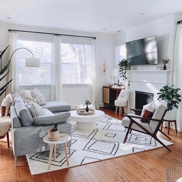 Like This Chair And The Rug Like The Idea Of This Very Soft Gray Too Mixed In In 2020 Farm House Living Room Living Decor Living Room Designs