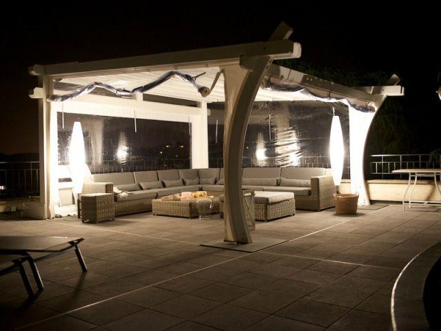 Deux pergolas, deux espaces sur une toiture terrasse Pergolas and