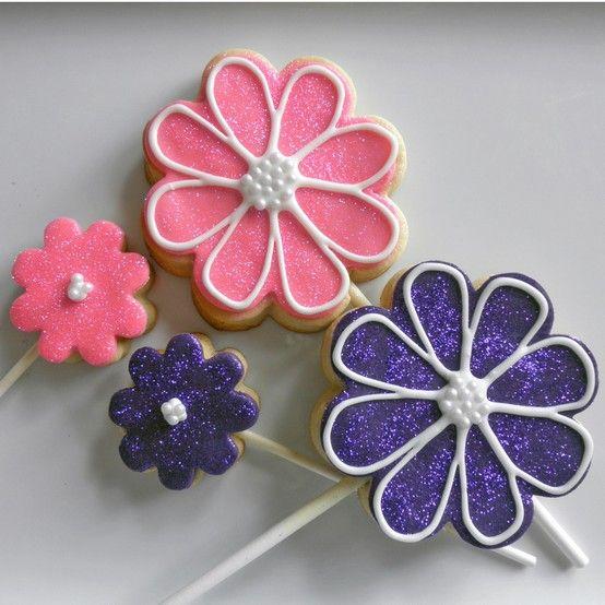 #Flower #Cookies by @Shelia Lundgren pinned by #TheCookieCutterCompany www.cookiecuttercompany.com