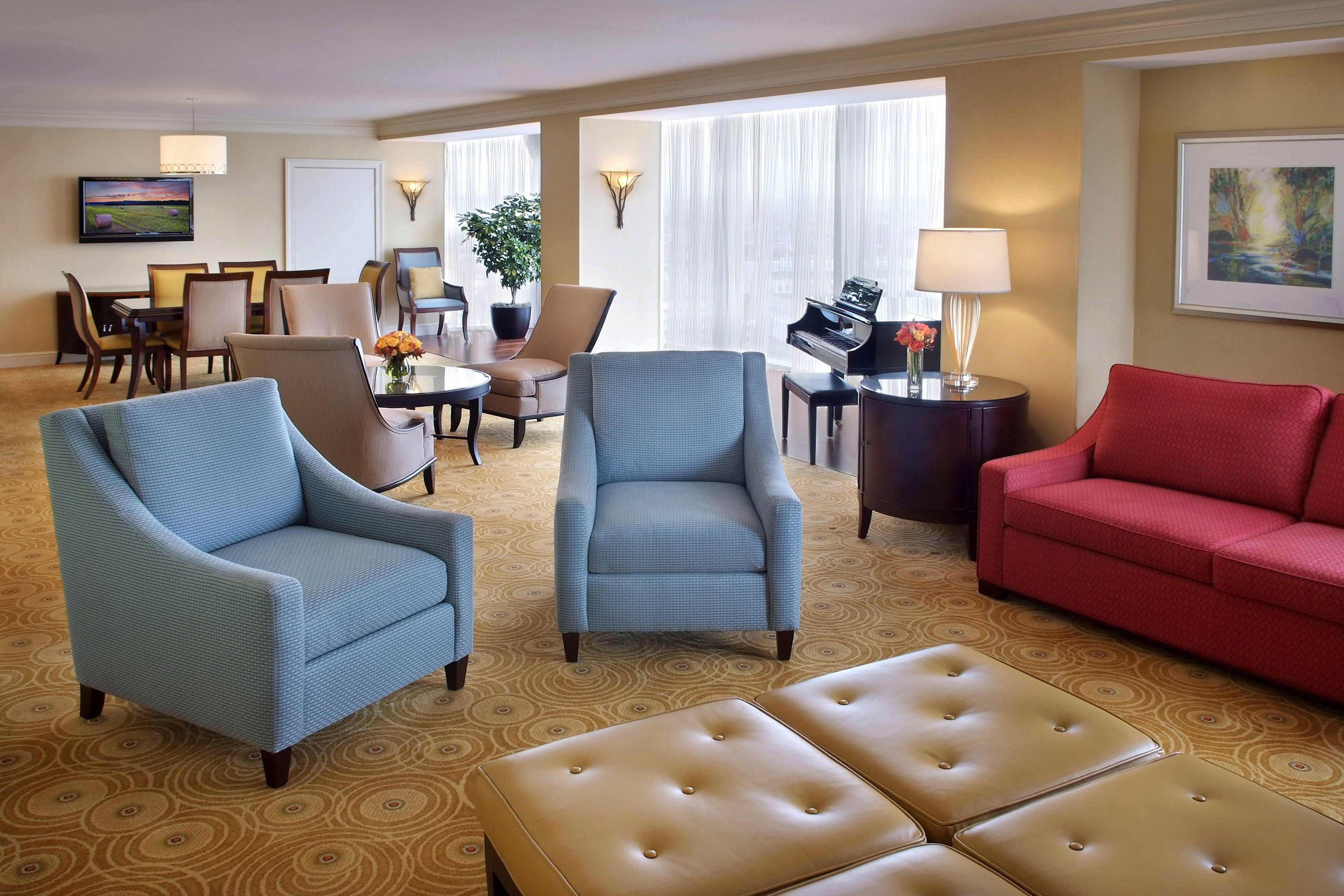 living room boston log home furniture marriott cambridge presidential suite relax guestroom travel