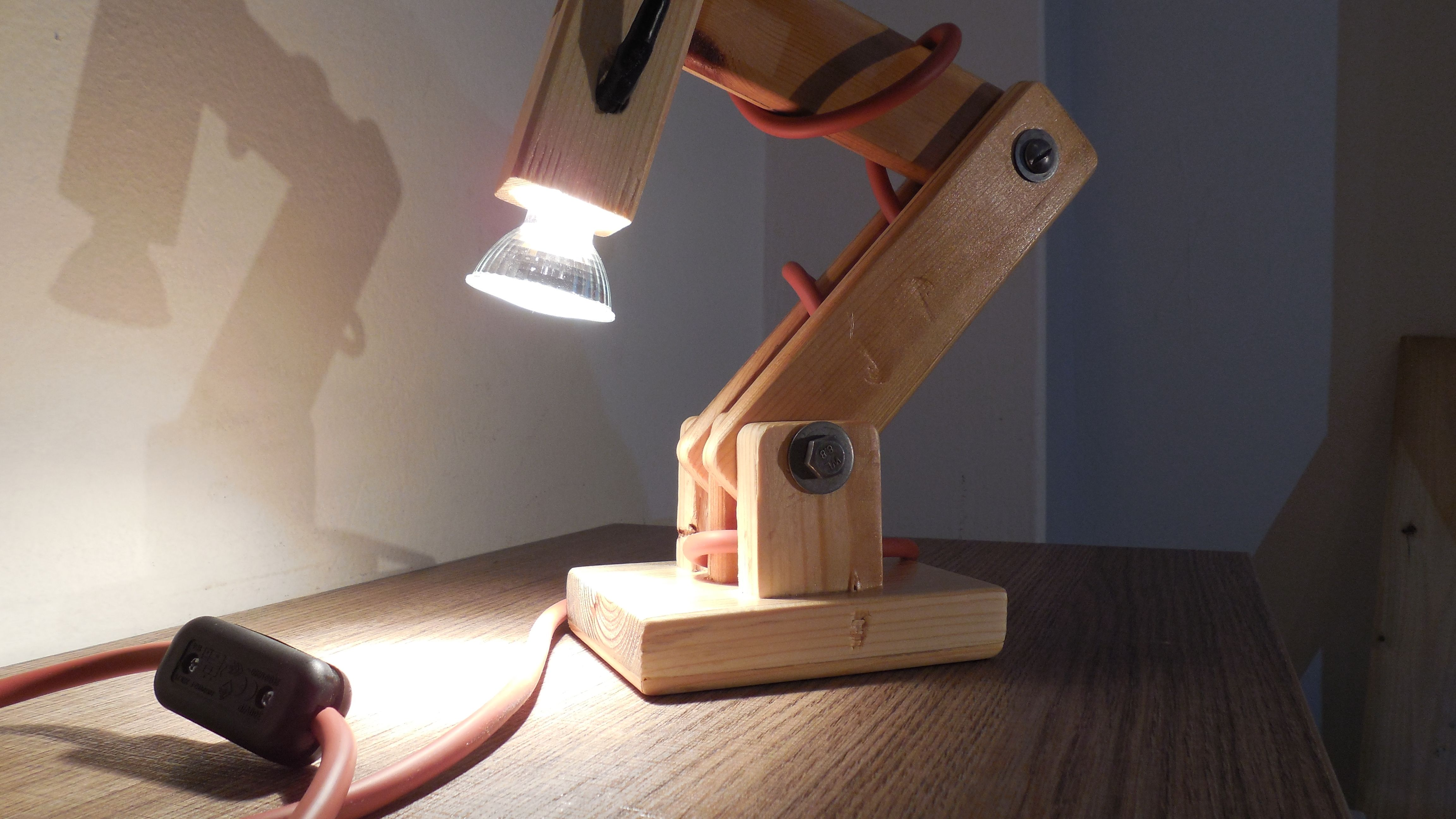 Diy Articulated Wooden Desk Lamp With Gu10 Bulb Diy Diylamp Desklamp Diydesklamp Lamp Woodenlamp Woodendeskl Diy Wooden Desk Wooden Desk Lamp Desk Lamp