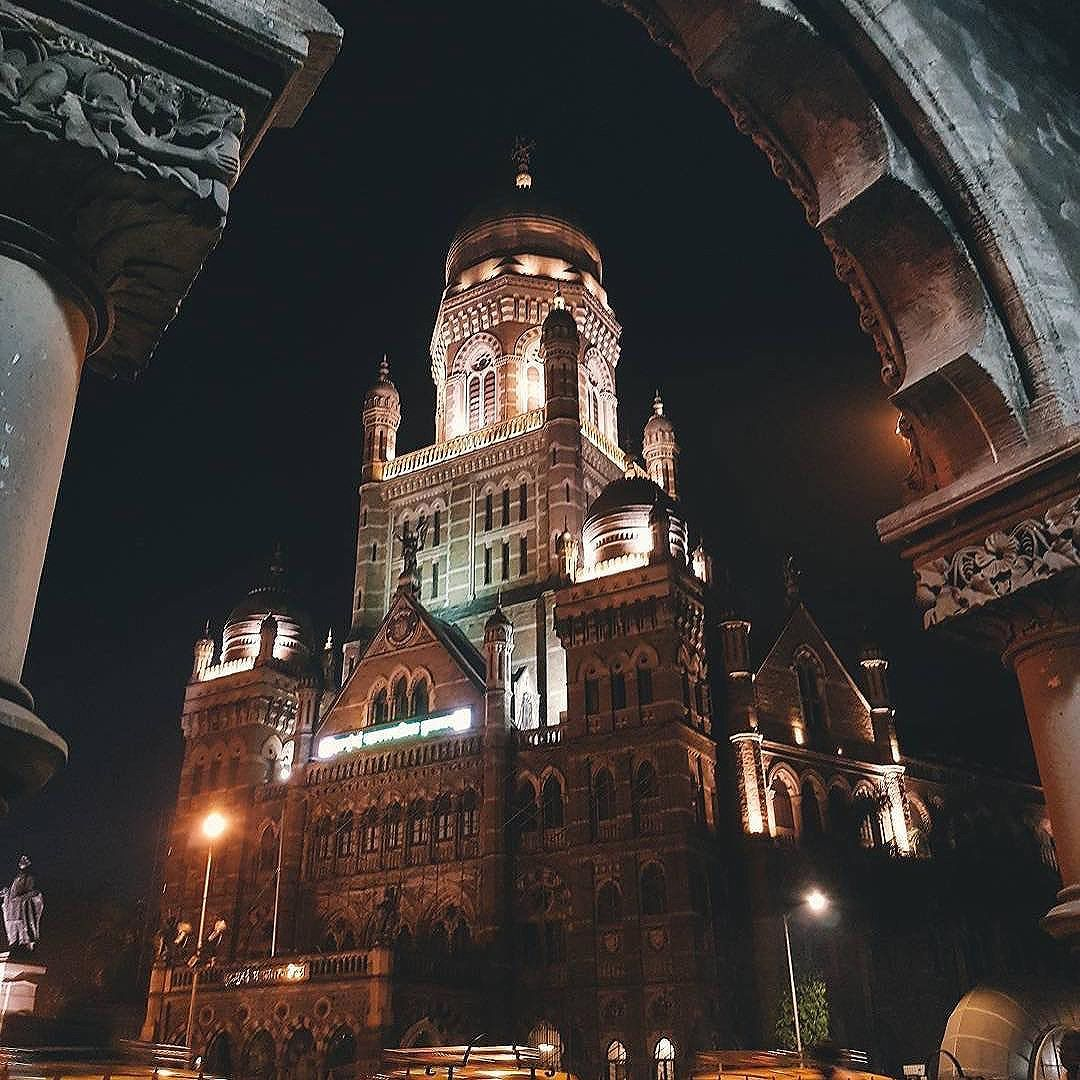 Some pictures make a building come alive⠀ .⠀ How beautiful ⠀ .⠀ BMC in night ⠀