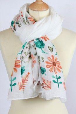 Chèche blanc avec des broderies fleurs et coeurs   Chèche Femme ... 39e38b1a127