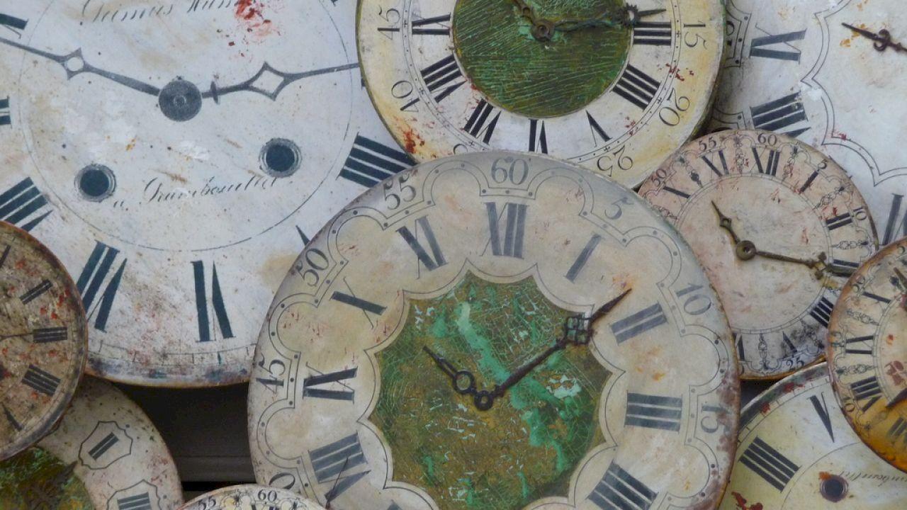 من اخترع الساعة Clock Wall Clock Decor