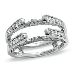 Diamond Vintage Cathedral Guard. This is my new edition to my ring. im so excited!!!