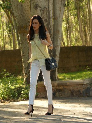 6522f218aabe marialeon Outfit Primavera 2012. Combinar Camisa-Blusa Amarillo ...