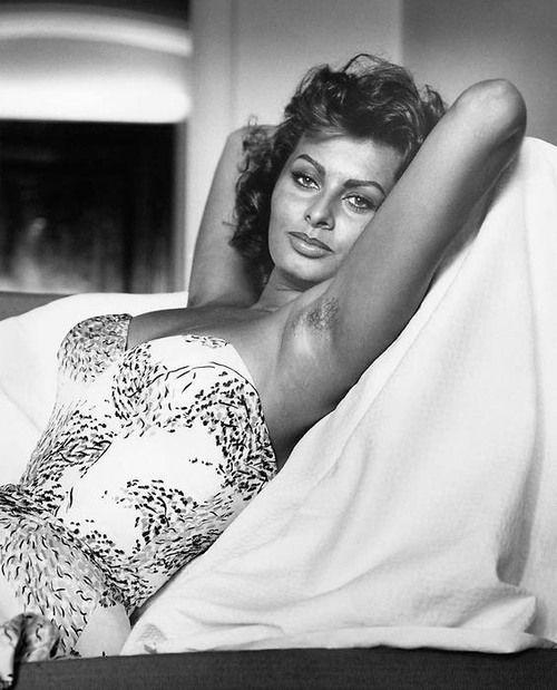 Sophia Loren (Italian pronunciation: [soˈfiːa ˈlɔːren
