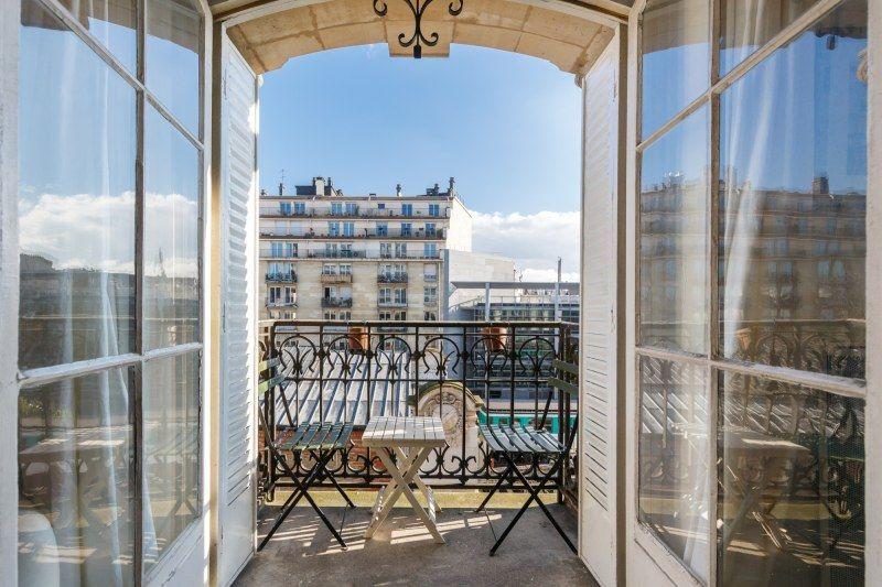Cosy Room Near Eiffel Towel Homestay Paris Host Family Accommodation With Emmanuel In La Motte Piquet De Grene City Break Living In England Wonderful Places