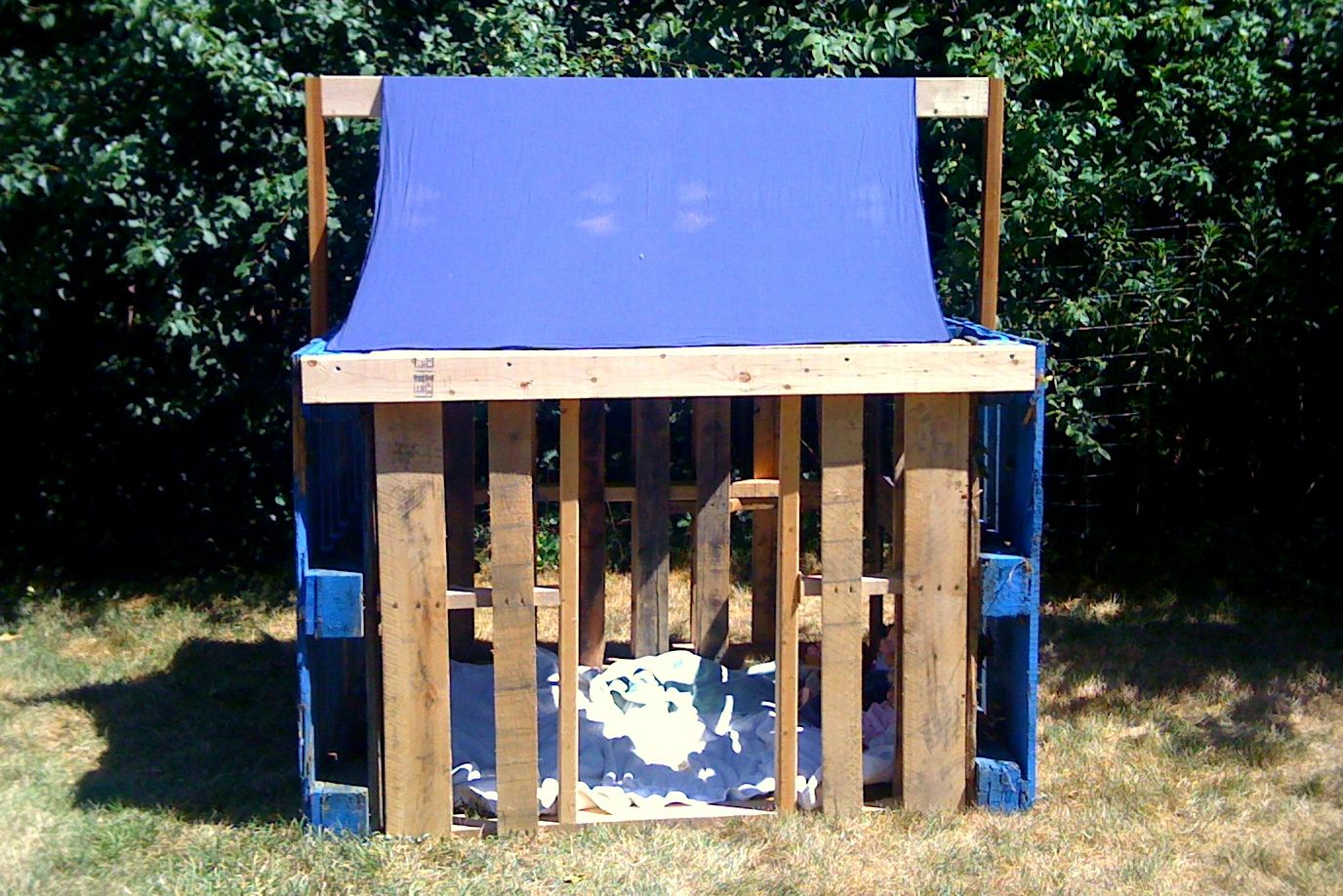 Pallet fort we built this weekend kid stuff pinterest for Pallet tree fort