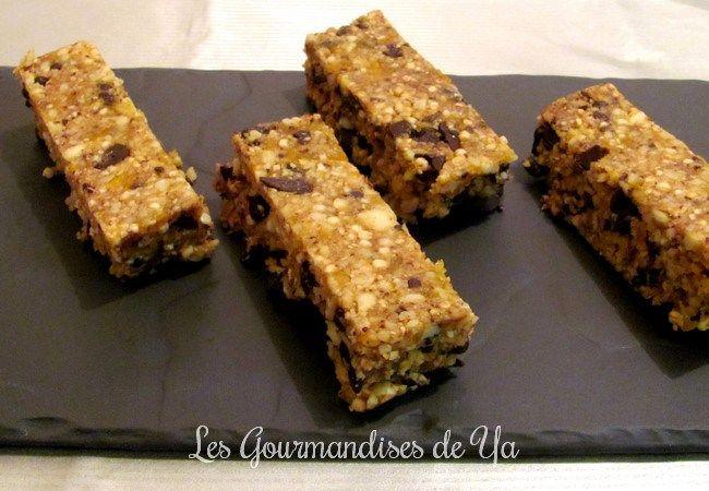 Barres aux amandes, noisettes, quinoa soufflé, chocolat et abricots séchés