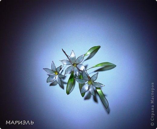 Проволока и лак для ногтей цветы