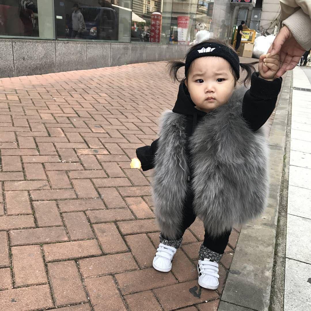꿀남매맘♡ @yjh084809 - - 정희이모가찍어준사진 폰으로..😒😒 . . ...Yooying