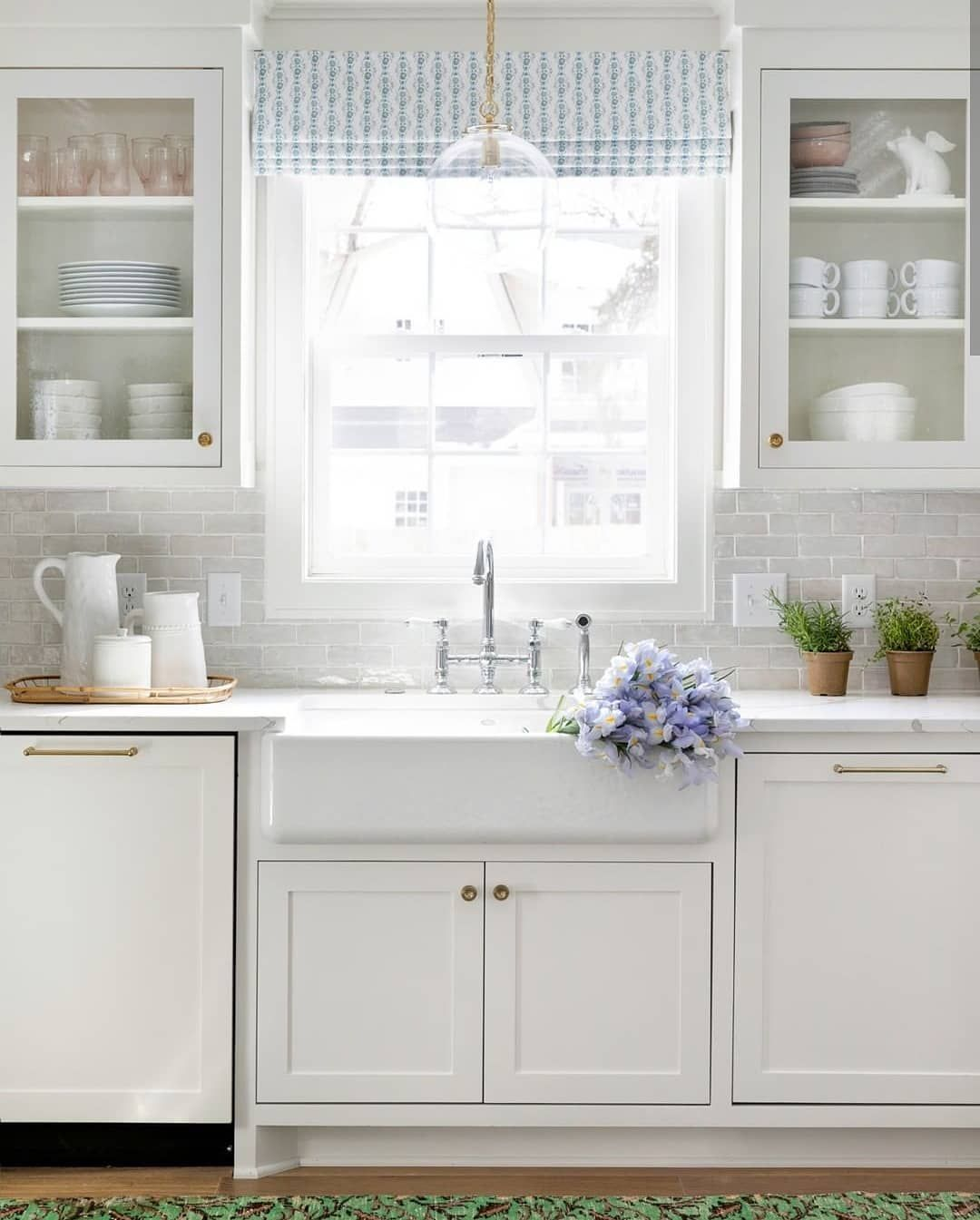 Li Interior Design On Instagram With A Space As Beautiful As This One We Wouldn T Mind Spending Some Tim Kitchen Cabinets Kitchen Remodel Cost White Kitchen