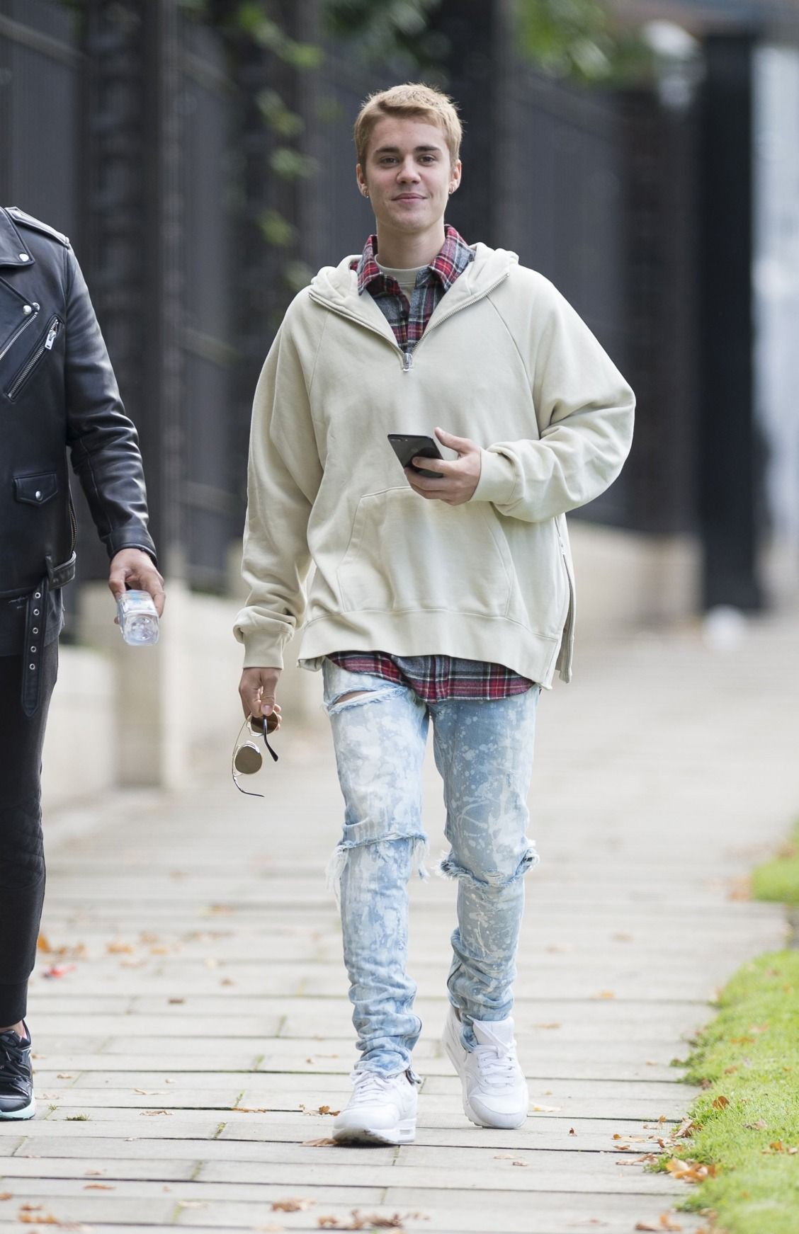Justin Bieber S Latest Look Is Pulled Straight Out Of Your Dad S