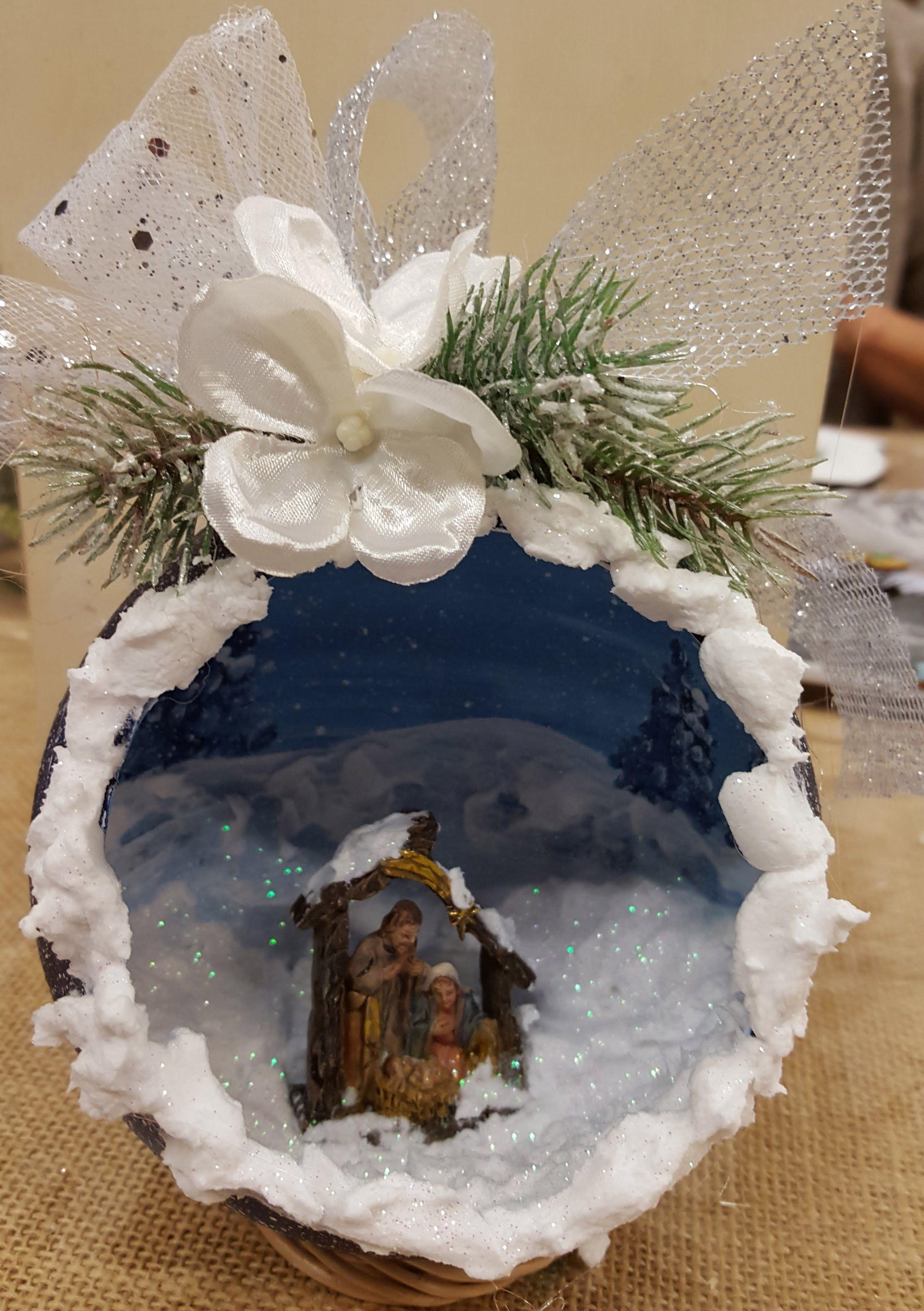Decorazione pallina natalizia effetto 3D con neve finta e presepe
