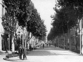 Lleida: 1930s Rbla Ferran, amb surtidor de gasolina