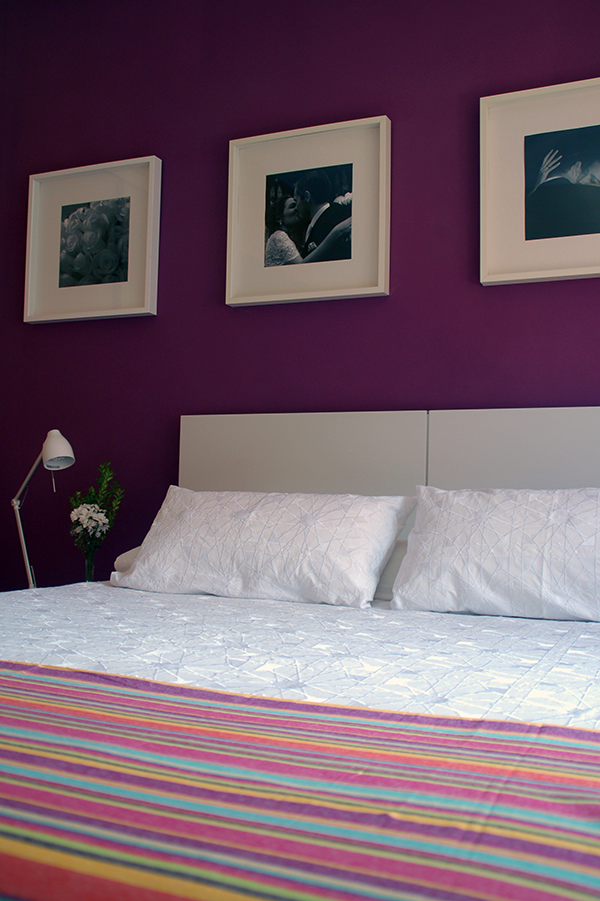 Mi dormitorio color berenjena para la pared dormitorio - Pintar pared dormitorio ...