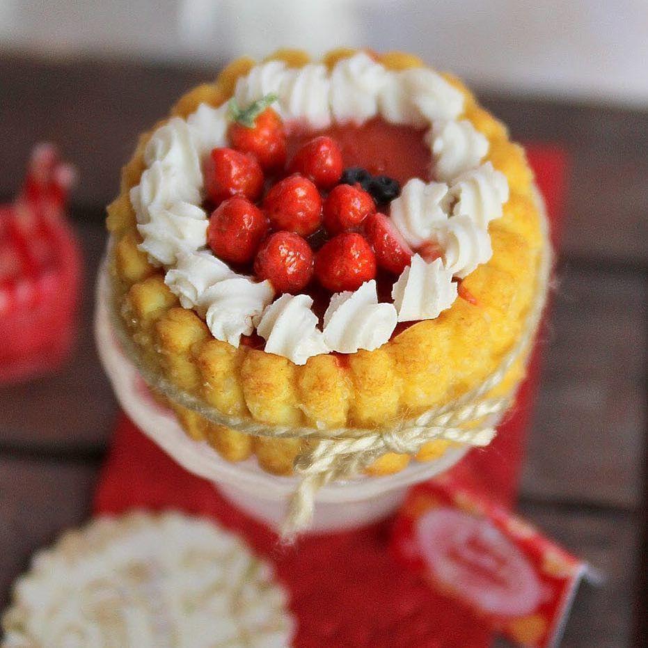 Goodmorning IG strawberry charlotte 1/12 scale #minis #miniature #miniaturefood #miniatures #handmade #fimo #polymerclay #charlotte by pinkcutesugar_miniatures