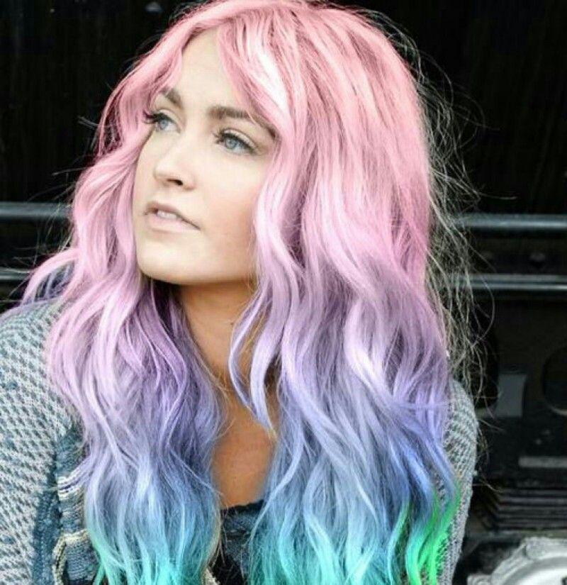 Tie and dye arc en ciel Coiffures cheveux ondulés