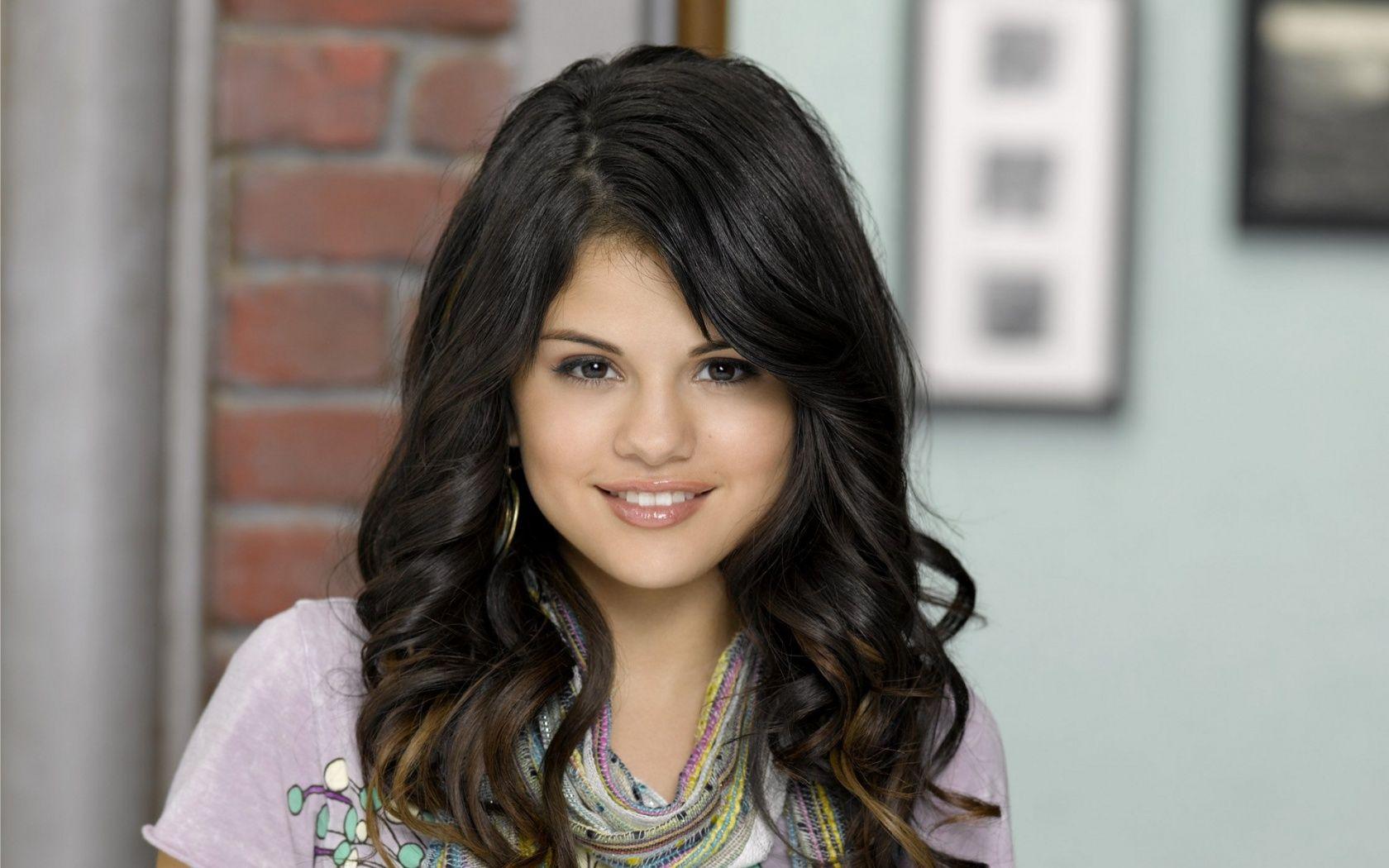 Selena Gomez Desktop Wallpapers HD Wallpapers HD Pics ×