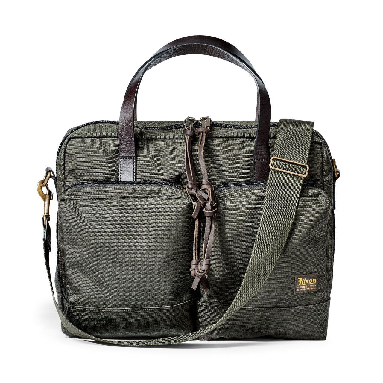 Filson's lightest briefcase, the Dryden is made of abrasion-resistant 1000D Cordura nylon. This makes it incredibly tough and ready to stand up to daily wear...